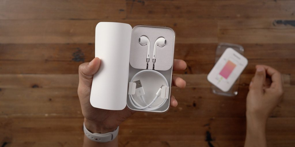iPod touch 7th generation earpods and lightning cable